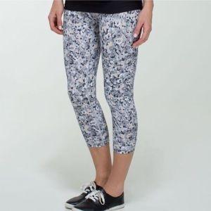 Lululemon Crop Printed Tan White Black Leggings